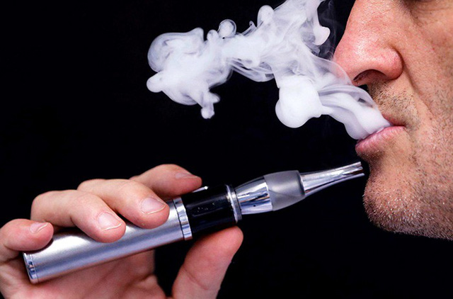 """Có nên """"cai thuốc lá"""" bằng thuốc lá điện tử không?"""