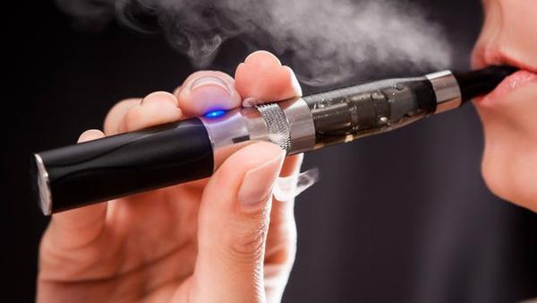 Hiểm họa khôn lường từ thuốc lá điện tử, bạn nên biết